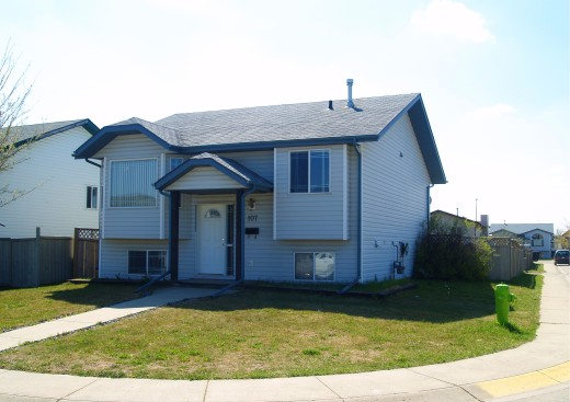 distressed home for sale in Red Deer