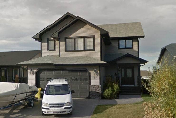 beautiful 2 story home in blackfalds for sale